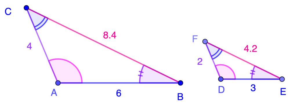 Angulos iguales en triángulos semejantes.